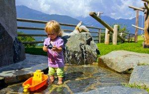 Bauernhofleben - Spielen am Wassergraben