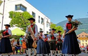 Umzug in Brixen